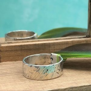 Hammer-patterned sterling silver band
